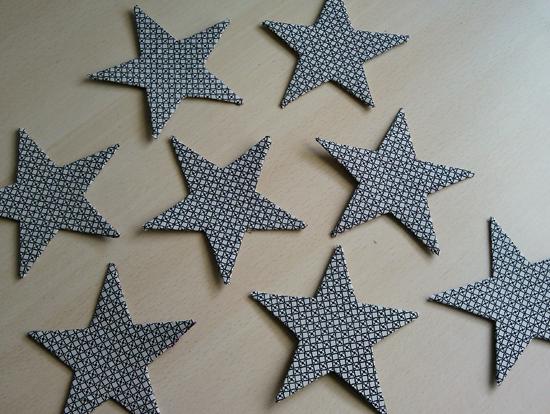 Estrellas de carton manualidades con materiales reciclados - Decoracion con estrellas ...