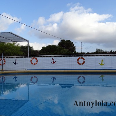 Decorando la piscina con cartón reciclado