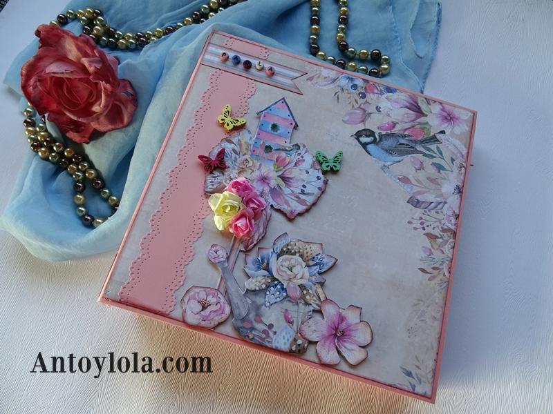 álbum con lomo cosido en tonos rosa y crema